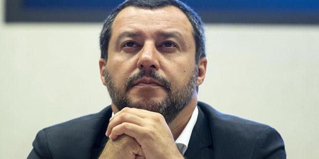 """Il ministro dell'Interno Matteo Salvini durante la presentazione del nuovo sistema di controllo tramite telefonino """"MercurioApp"""", 5 luglio 2018 a Roma. ANSA/MASSIMO PERCOSSI"""