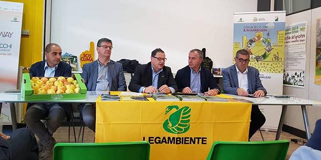 Protocollo d'Intesa per l'utilizzo di mele biologiche a supporto delle iniziative di tutela dell'Orso bruno marsicano e di educazione ambientale