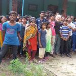 Recentissima foto con alunni e maestri a Khampur.