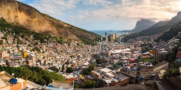 NEW_Rio-de-Janeiro-Rocinha-favela-1-768x39