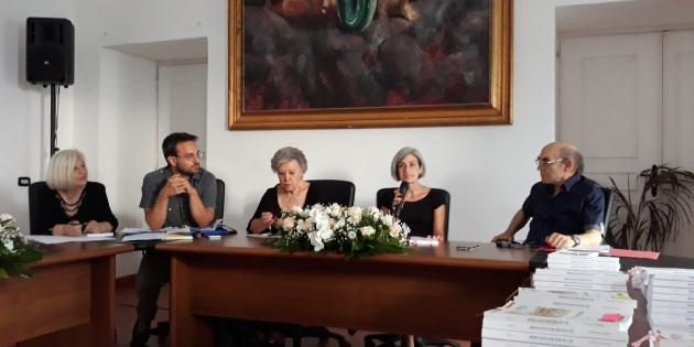 """""""Sùl'a ro paéso méjo sàccio chiàgne"""" – Recensione del volume di Raffaele Pellegrino"""