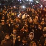 Gente in piazza a Napoli
